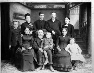 1889_family_portrait